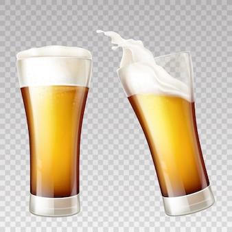 Salpicaduras de cerveza realistas en vidrio transparente.