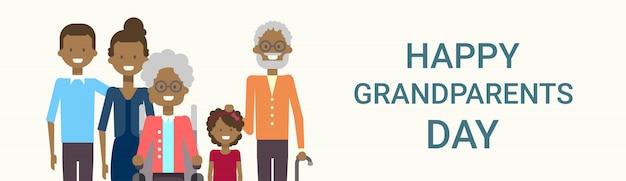 Saludo feliz día de los abuelos banner gran familia afroamericana juntos