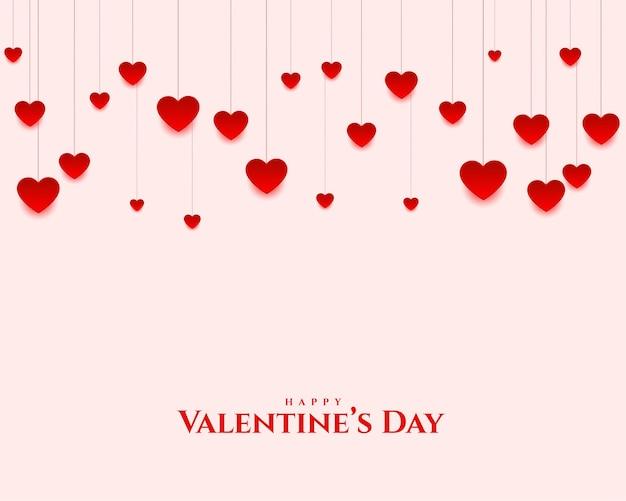 Saludo hermoso del día de san valentín de los corazones colgantes