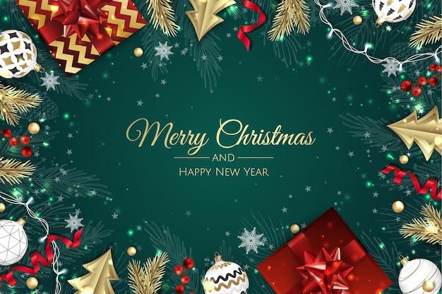 Saludos navideños. vista superior de bolas de decoración navideña y caja de regalo.