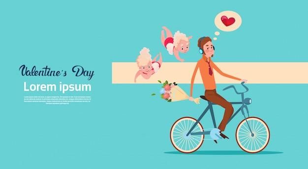 San valentín tarjeta de regalo de vacaciones amor cupido hombre montando bicicleta con flores
