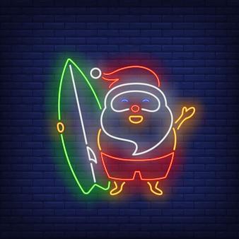 Santa claus con letrero de neón de tabla de surf