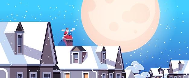 Santa claus en máscara sentado en el techo usando laptop feliz año nuevo feliz navidad vacaciones celebración concepto de longitud completa horizontal ilustración vectorial