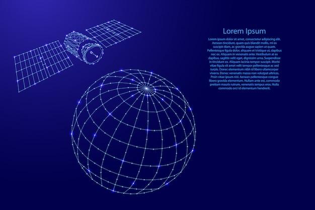 El satélite artificial vuela sobre el globo desde líneas azules poligonales futuristas y estrellas brillantes.
