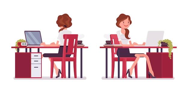 Secretaria sexy trabajando en el escritorio