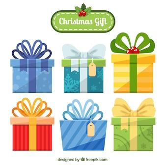 Seis regalos de navidad con lazos bonitos
