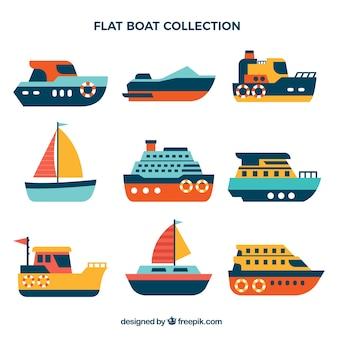 Selección de barcos coloridos planos