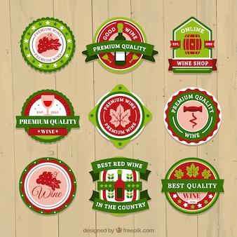 Selección de etiquetas de vino en tonos rojos y verdes