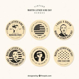 Selección de insignias decorativas para el día de martin luther king en estilo vintage