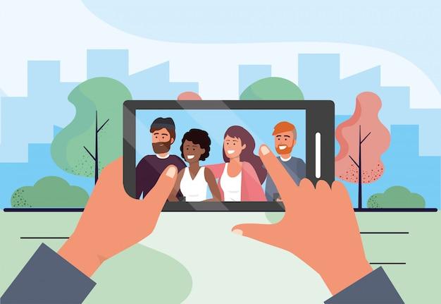 Selfie con smartphone con gente divertida amigos