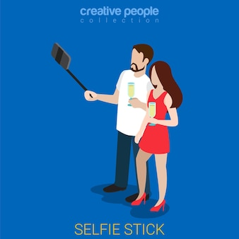 Selfie stick plano isométrico. pareja fiesta foto de teléfono inteligente con copas de champán