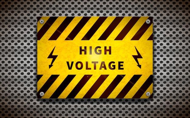Señal amarilla de alto voltaje en rejilla metálica, fondo industrial