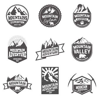 Senderismo, exploración de montañas etiquetas y emblemas.