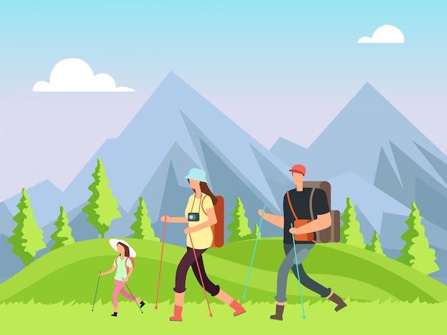 Senderismo familiar en la naturaleza. trekking hombre, mujer y niños con paisaje de montaña al aire libre. aventura de verano