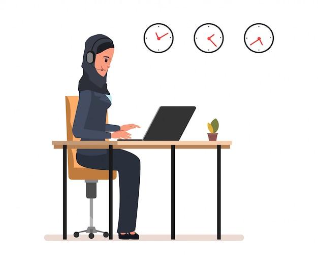 Servicio al cliente en línea de personal de operaciones musulmanas y árabes.