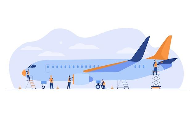 Servicio de avión aislado ilustración vectorial plana. mecánicos de dibujos animados reparando el avión antes del vuelo o agregando combustible. concepto de aviación y mantenimiento de aeronaves