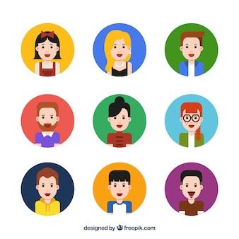 Set de avatares de hombres y mujeres en diseño plano