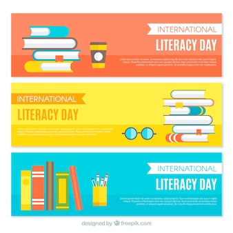 Set de banners de colores de libros en diseño plano