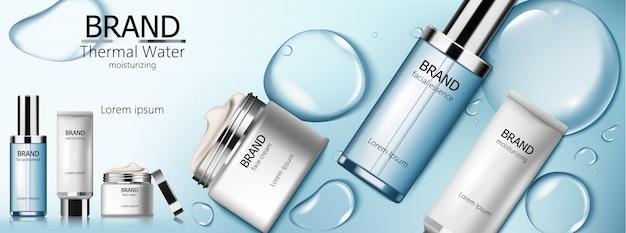 Set de cosmética de agua termal con esencia facial, hidratante y crema. fondo de burbujas azules