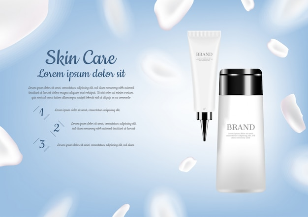 Set para el cuidado de la piel con pétalos blancos sobre fondo azul claro.