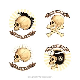 Set de insignias de calaveras salvajes dibujadas a mano