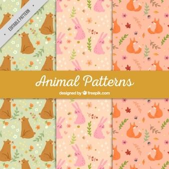 Set de patrones de adorables animales dibujados a mano