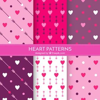 Set de patrones de corazones con flechas y lunares