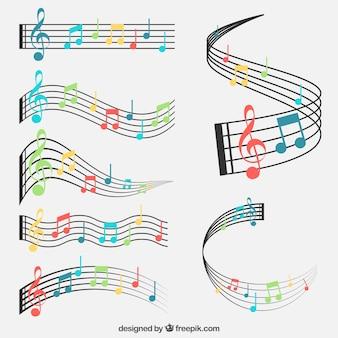 Set de pentagramas y notas musicales de colores