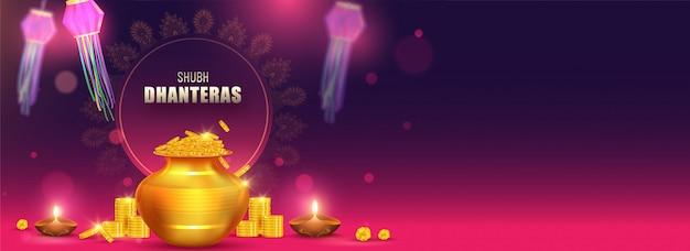 Shubh (happy) dhanteras encabezado o diseño de banner con ilustración de olla de monedas de oro, lámparas de aceite iluminadas (diya) y linternas de papel decoradas en el fondo.