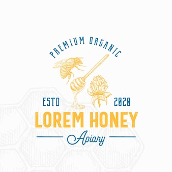 Signo de miel, símbolo o plantilla de logotipo. dibujado a mano abeja, cuchara y boceto de flor de trébol con tipografía retro.