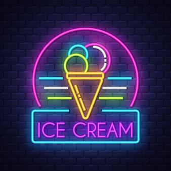 Signo de neón de helado