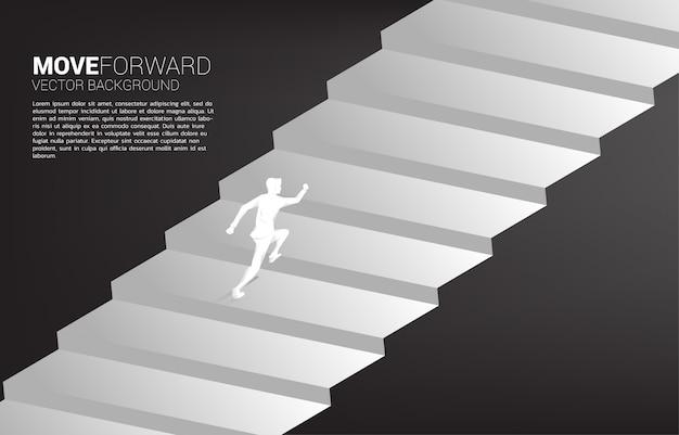 Silueta de empresario corriendo hacia arriba en la escalera.