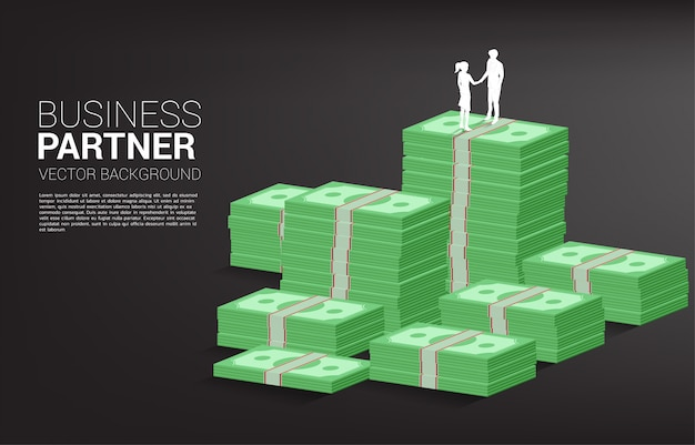 Silueta de empresario y empresaria apretón de manos en la parte superior de la pila del banco. concepto de asociación y cooperación empresarial.