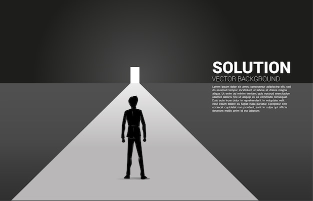 Silueta de empresario de pie delante de la puerta de salida. concepto de puesta en marcha de carrera y solución empresarial.