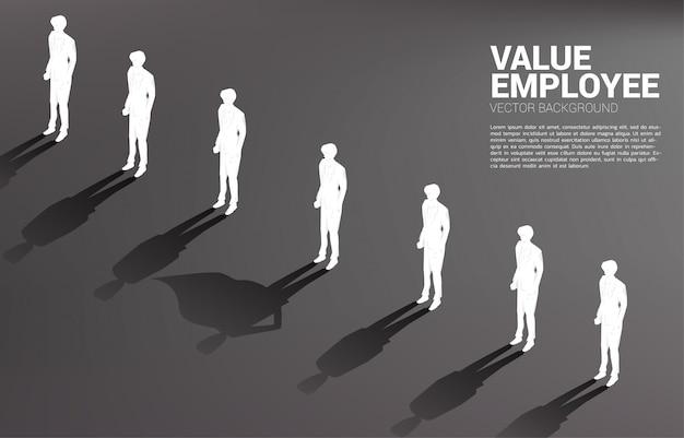 Uno de la silueta del empresario con su sombra de concepto superhumano de empoderar el potencial y la gestión de recursos humanos