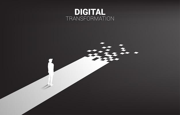 Silueta de hombre de negocios de pie en el camino con píxeles. concepto de transformación digital de negocios.
