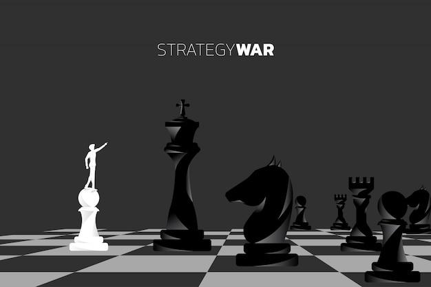 Silueta de hombre de negocios punto adelante con pieza de ajedrez.