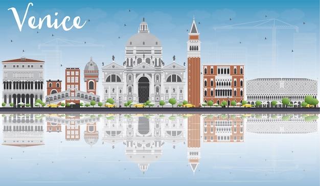 Silueta del horizonte de venecia con edificios grises y rojos.
