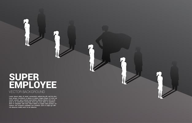 Una de la silueta de mujeres empresarias con su sombra de súper humano en la pared. concepto de potenciar el potencial y la gestión de recursos humanos
