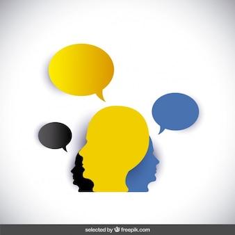 Siluetas de cabezas con los globos de discurso