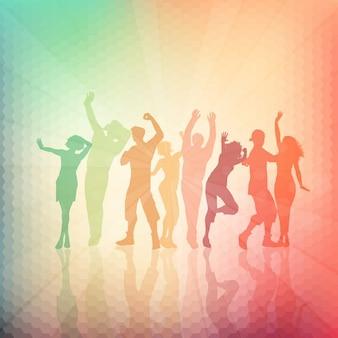Siluetas de personas bailando sobre un fondo abstracto