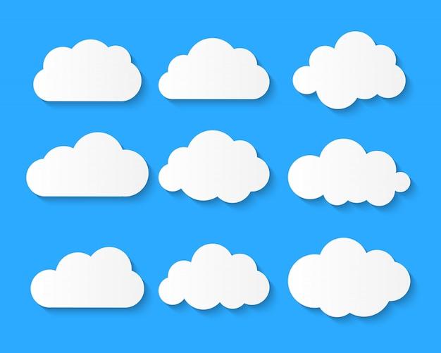 El símbolo o el logotipo en blanco blanco de la nube, globo de pensamiento fijó en fondo azul.