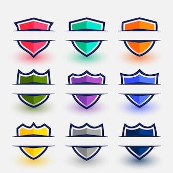 Símbolos de escudo de estilo deportivo en nueve colores.
