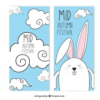 Simpáticos banners del festival del medio otoño con un conejito y nubes