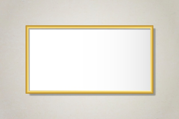 Simple marco dorado en la pared.