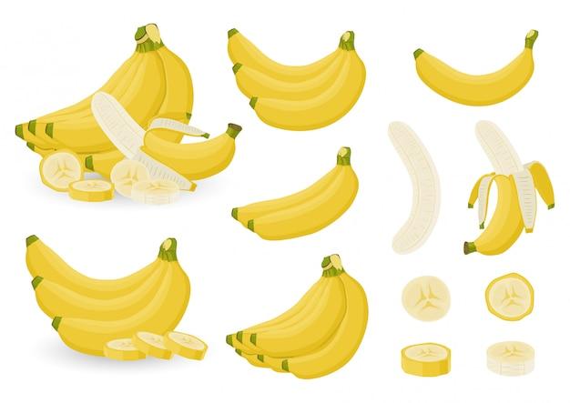 Sistema brillante de manojos de plátano fresco y de rebanadas de plátanos en el fondo blanco.