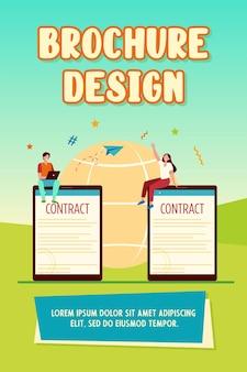 Socios comerciales que firman plantilla de folleto en línea de contrato