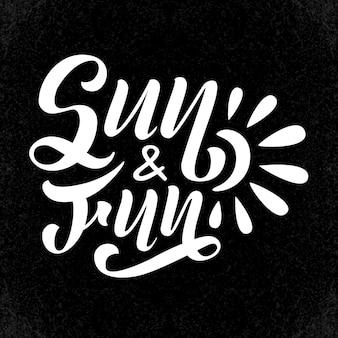 Sol y diversión. tarjeta de verano de letras vectoriales. caligrafía única positiva dibujada a mano para impresión, tarjetas de felicitación y superposiciones de fotos.