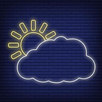 Sol con icono de nube resplandor estilo neón, ilustración de vector plano de contorno de condición meteorológica de concepto, aislado en negro. fondo de ladrillo, material de etiqueta climática web.