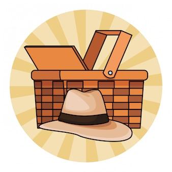 Sombrero panamá y cesta de mimbre.